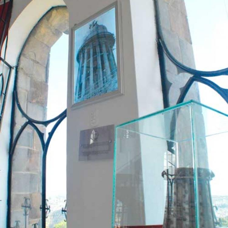base-de-el-monumento
