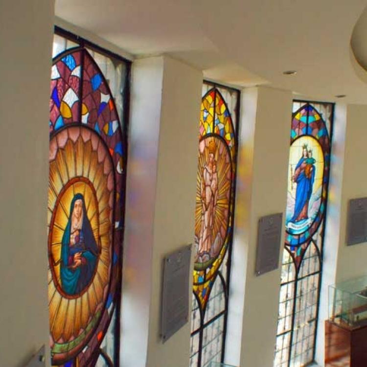 vitrales-en-el-monumento